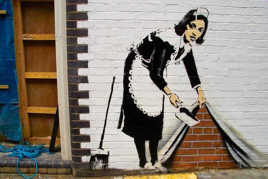 Barrer debajo de la alfombra Banksy